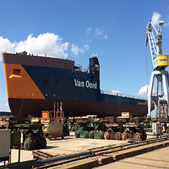 Cable laying vessel